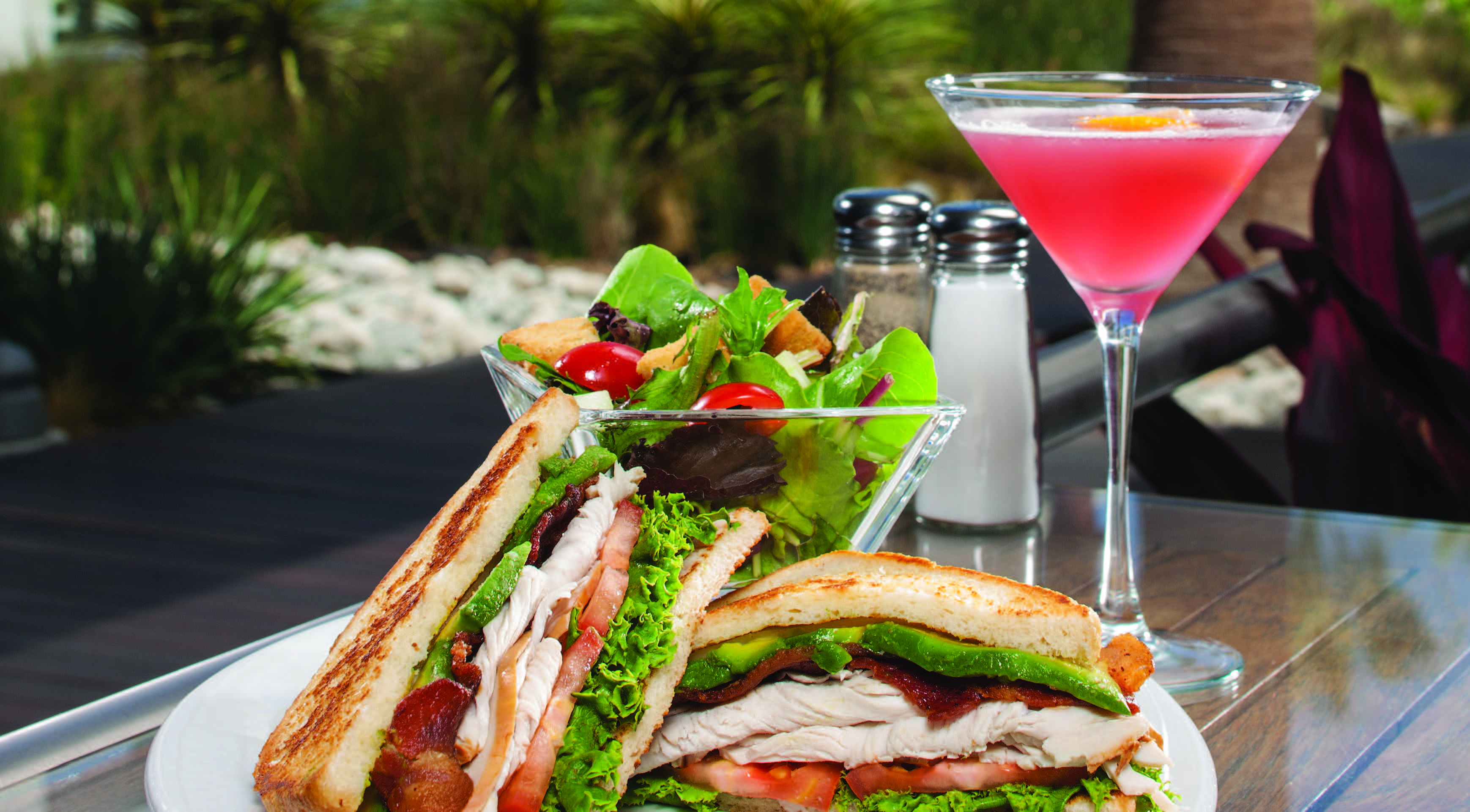 Sandwich salad and cocktail
