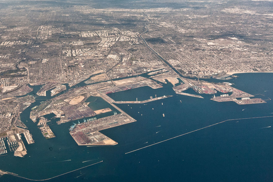 Aerial_view_of_the_Port_of_Long_Beach-881x588